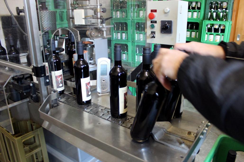 Etikettierung von Weinflaschen